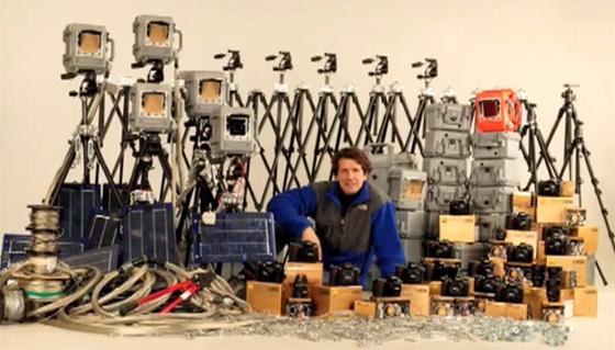James Balog con sus cámaras y equipo fotográfico especializado para la toma de fotografías seriadas en los glaciares árticos, de Alaska, Groenlandia e Islandia.